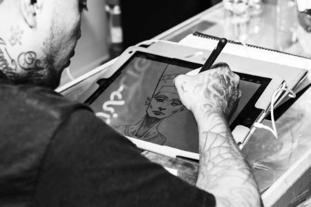 趣味で絵を描く
